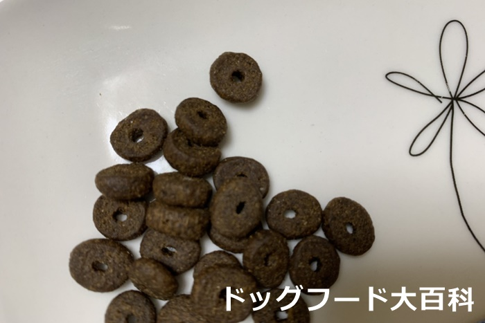 モグワンは子犬も食べれる小粒タイプ!